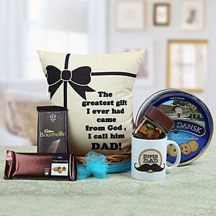 A Yummy Treat for Daddy: Send Christmas Gift Hampers