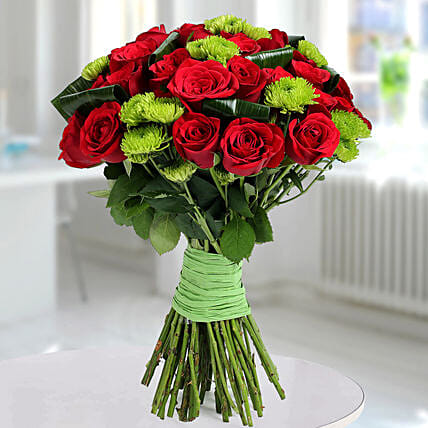 Bunch Of Mysterious Roses: Designer Bouquet