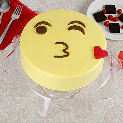 Cute Kiss Emoji Cream Cake: Designer cakes for Mothers Day