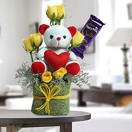 Cute Teddy Surprise: Roses And Teddies