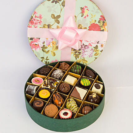 Delectable Chocolates In Floral Box- 21 Pcs: Chocolate Gifts in India