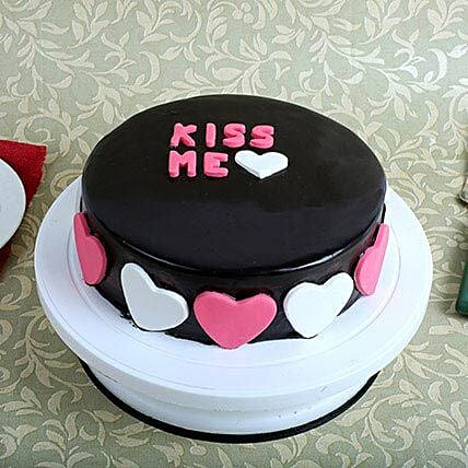 Kiss Me Valentine Cake: Gifts For Kiss Day