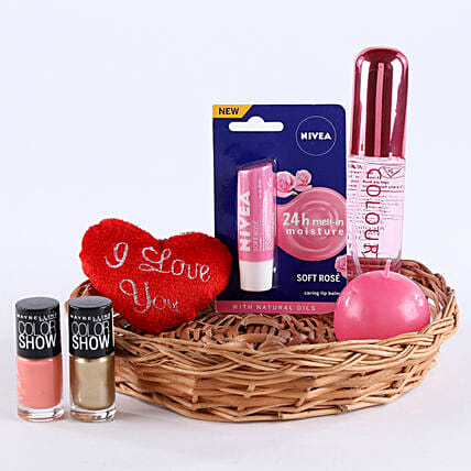 Love Being A Woman: Send Karwa Chauth Gift Baskets