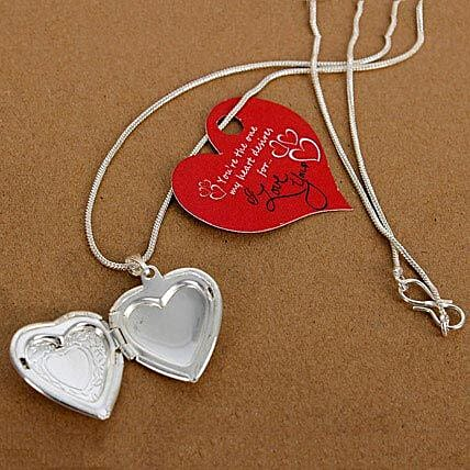My Love Heart Locket: Accessories