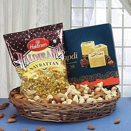 Non Stop Chit Chat: House Warming Gift Hampers