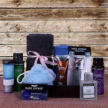Pamper Him With Love: Cosmetics & Spa Hampers