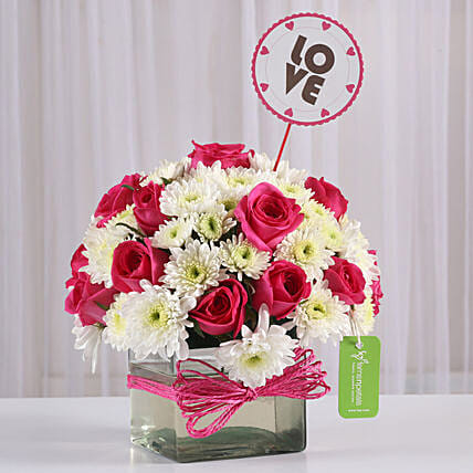Pink Roses & White Daisies in Glass Vase: Gift Ideas