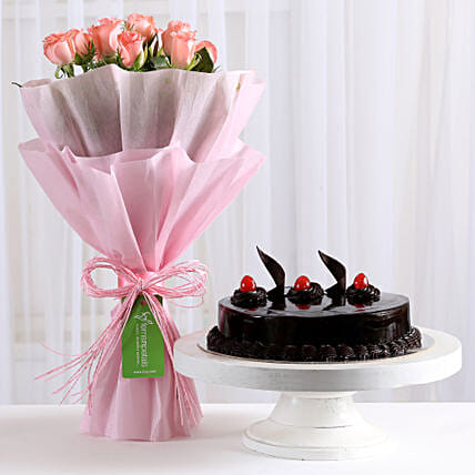 Pink Roses with Cake: Flower Bouquet with Cake