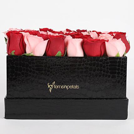 Red & Pink Roses Box Arrangement: Flower Arrangements