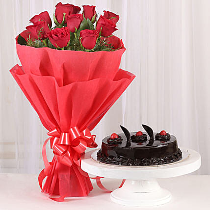 Red Roses with Cake: Flower Bouquet with Cake