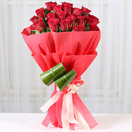 Romantic Red Roses Bouquet: Gifts for Hug Day