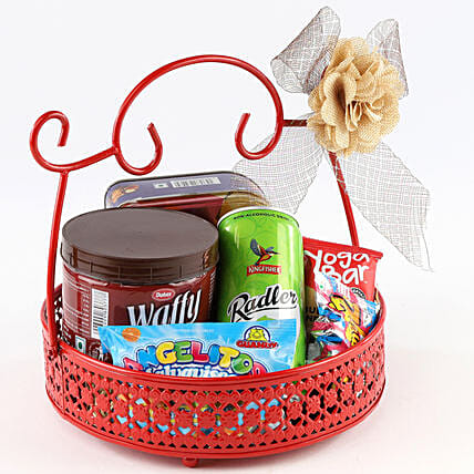 Sweet Snack Basket: Send Gift Hampers