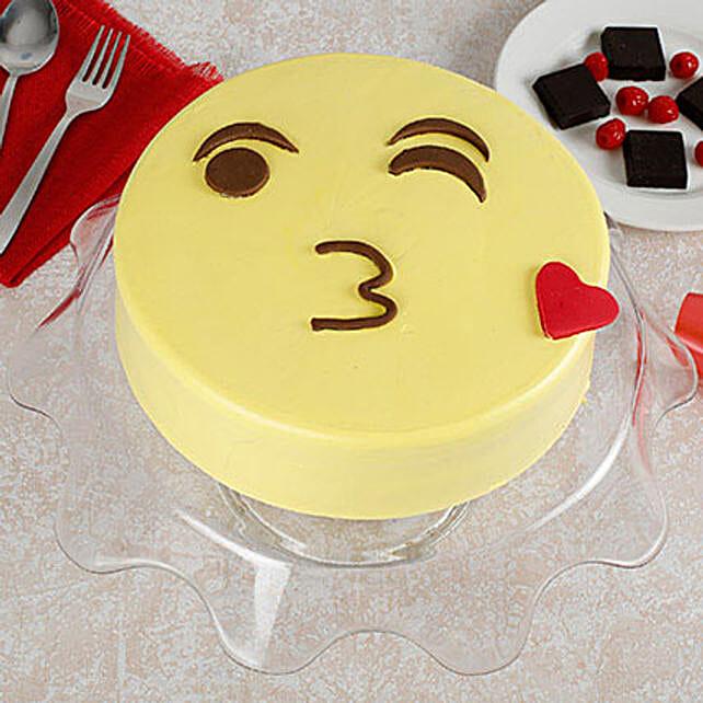 Cute Kiss Emoji Cream Cake: Designer cakes for Mothers Day