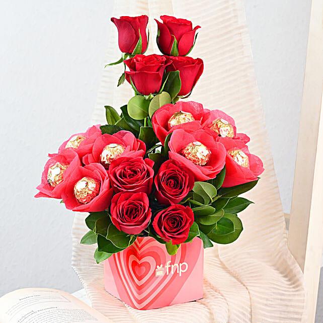 Roses & Ferrero Rocher in Glass Vase: Flower Combos