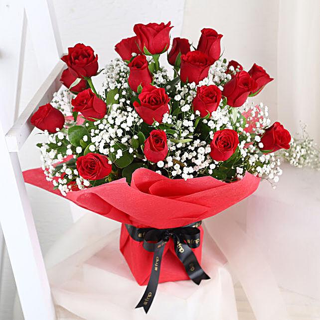 Graceful Roses Arrangement: Romantic Gifts