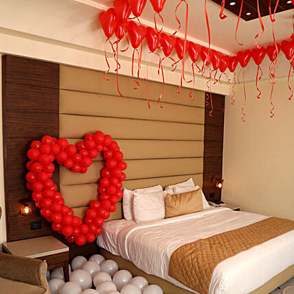 Romantic Balloon Decor: Decoration Services to Mumbai