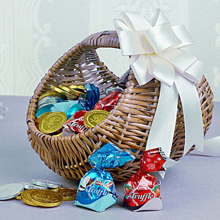 Basket Of Chocolaty Treats: Gift Hampers